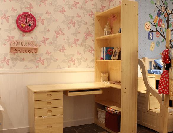 书桌应该摆放在光线充足的地方,如果儿童桌椅侧向摆放应该保光线从图片