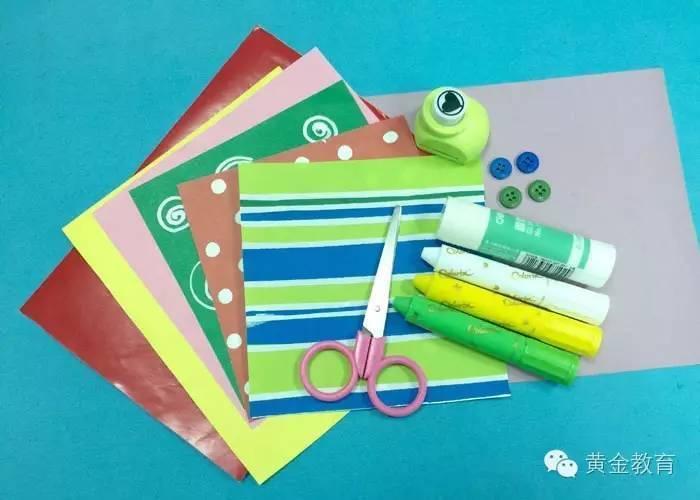 制作步骤:01在彩色纸上剪一个长10cm,高30cm的长方形,并对折.