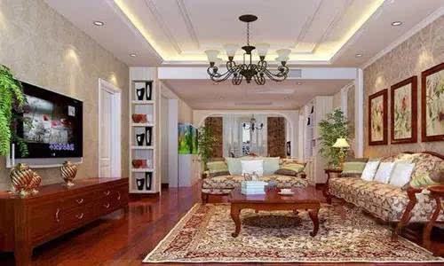 小编点评:设计师以欧式风格为主调,展示大厅展架大量运用了原木面板