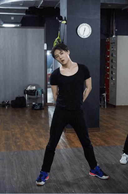 金俊秀公开练舞室 素颜 汗水=性感 : kpopstarz中文网