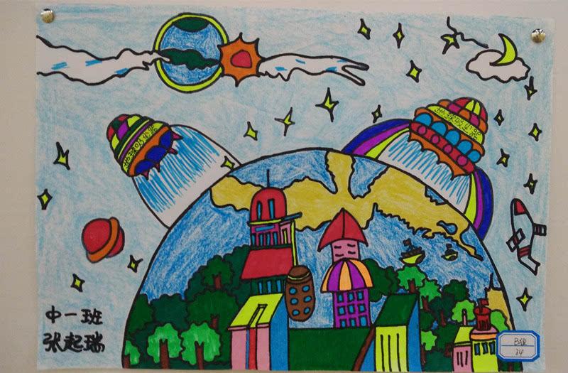 """此次绘画大赛以""""我的梦想""""为主题,孩子们丰富的想象力和稚嫩但不失"""