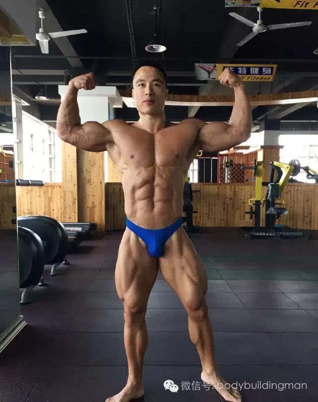 了拥有完美肌肉的36岁男人