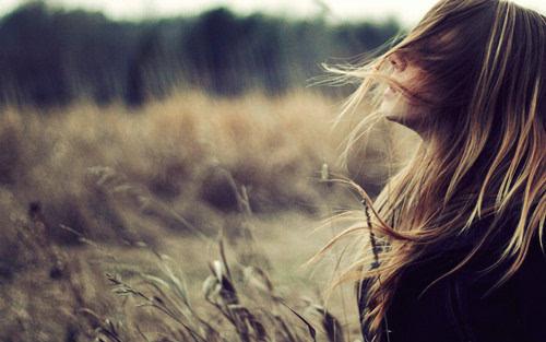 女生唯美意境图片 望着你伤心的背影