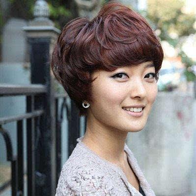 短头发烫发显年轻还是直发显年轻?13款40岁女人短发图片
