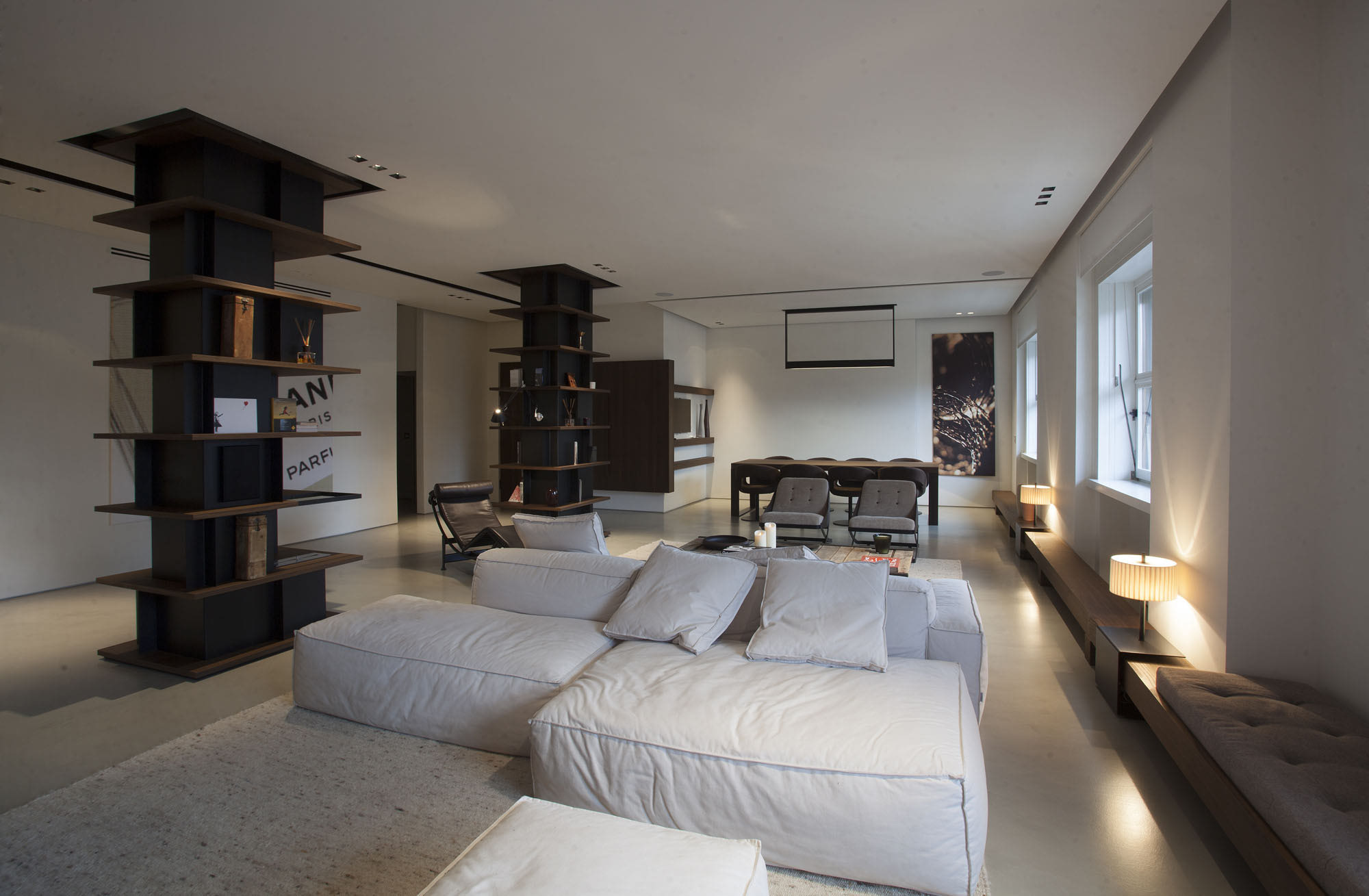 棕与白之歌_三室两厅创意装修图片
