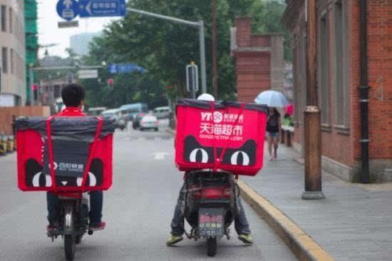 天猫推出统一的快递筐 一种移动的广告牌的照片 - 1
