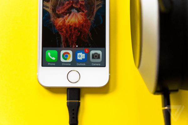 反用户且愚蠢:外媒评若iPhone 7取消耳机接口的照片 - 1