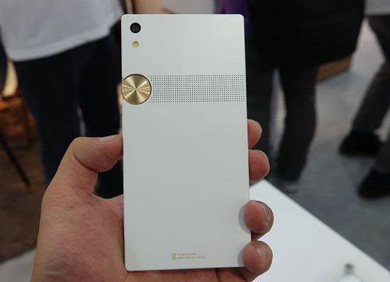 泛泰重返智能手机市场 新机定价2559元的照片 - 2