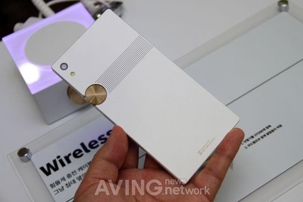 泛泰重返智能手机市场 新机定价2559元的照片 - 7