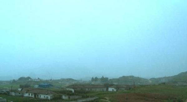 朝鲜人:韩国人蜗居山坡太可怜 生活在水深火热