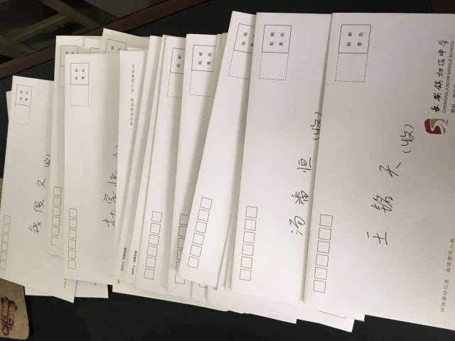 心思细腻,在当数学课代表时,总是留下纸条告知作业欠交的同学,然