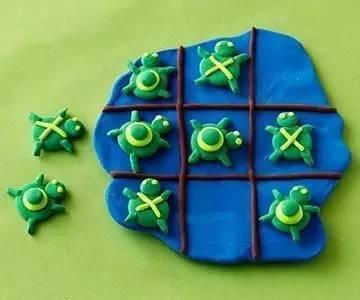 将它捏成圆形和长方形条,小乌龟就完成啦