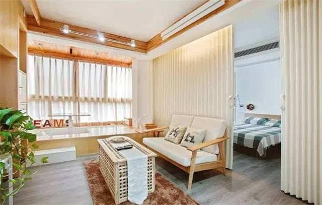 70平米原木式小二居 客厅阳台榻榻米很实用