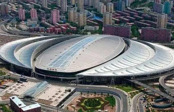 """""""水立方""""是世界上最大的膜结构工程,整体建筑由3000多个气枕组成,气枕"""