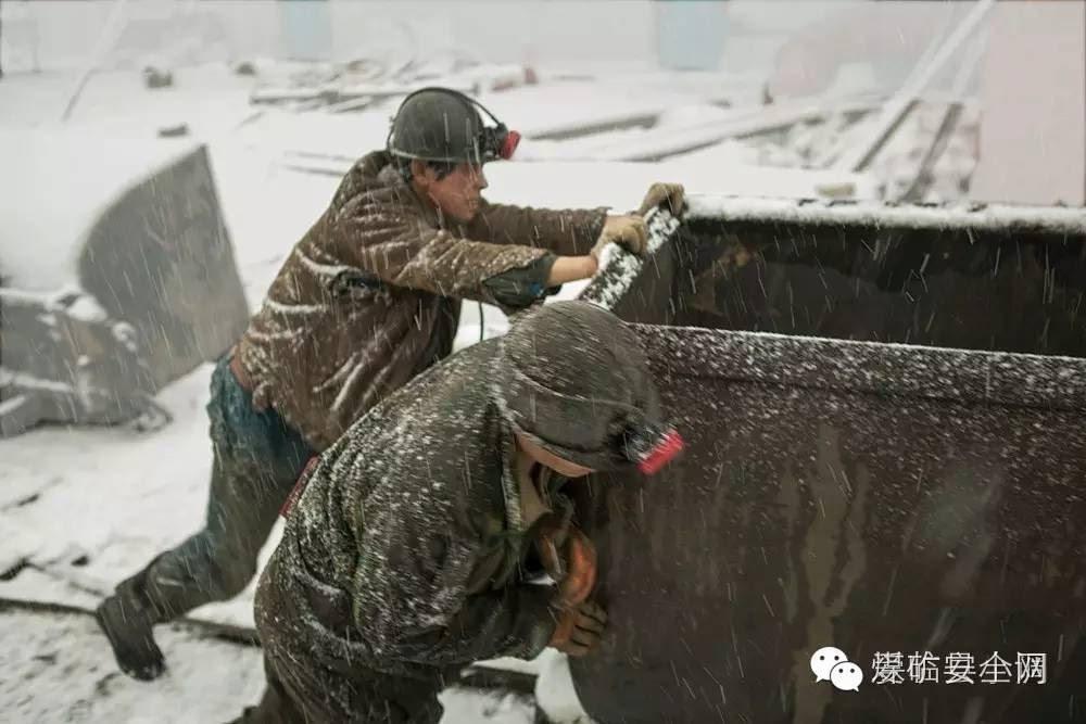 一首描写煤矿工人的诗 经典真实