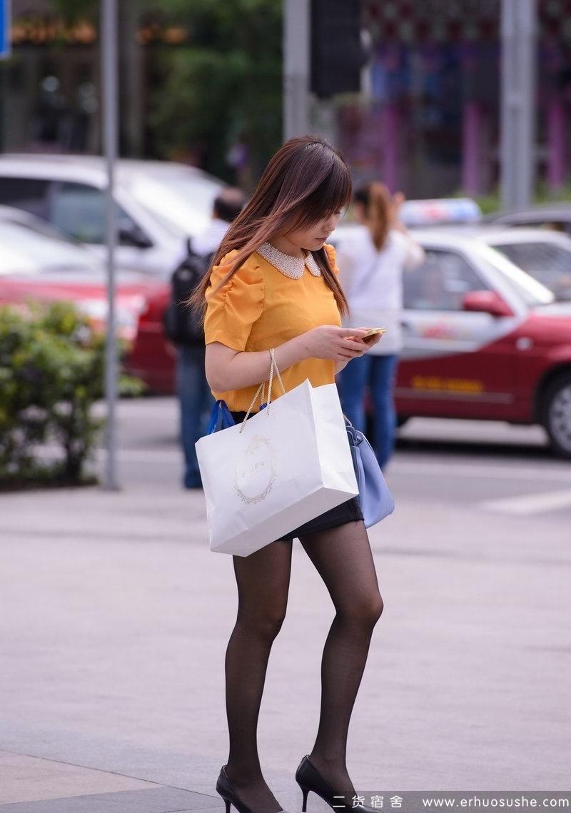 街拍丝袜美女_万象城附近街拍的黑 丝袜美女
