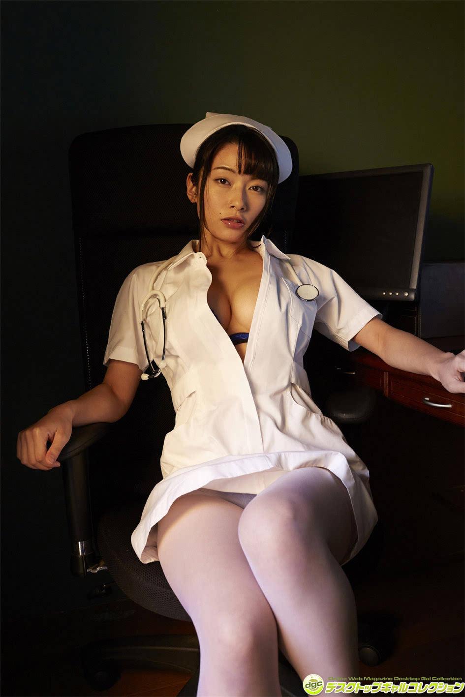 丝袜熟女爆光_日本ol熟女躺平脱丝袜上围难兜极致风情
