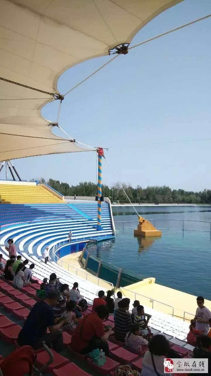 渔岛和乐岛都是水上游乐场,渔岛水深,水面可见度大,有蓝蓝的海水,和
