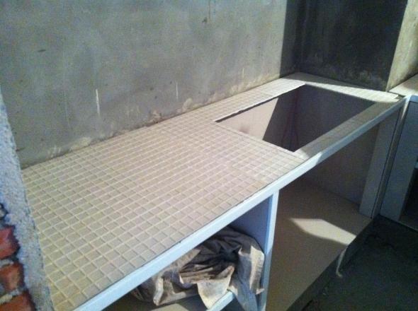 图148厨房灶台开孔.jpg??? 如果大家采取用砖做灶台的方式,厨房