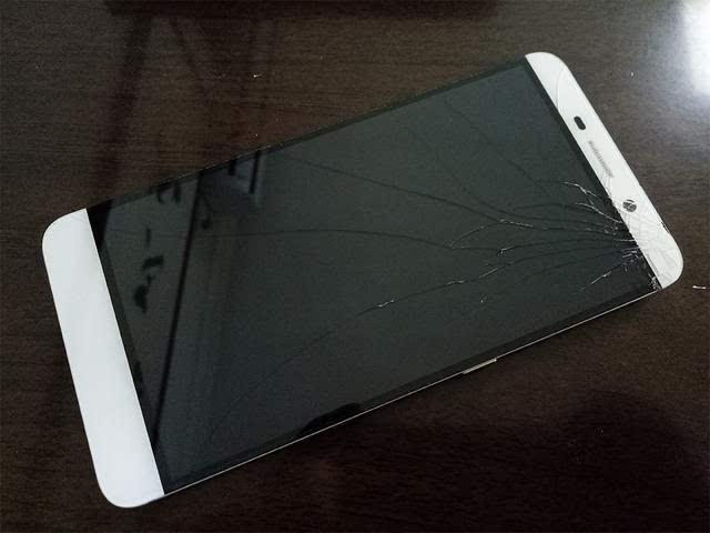 乐视手机的无边框屏幕终于碎了,虽有碎屏险但也有不满意