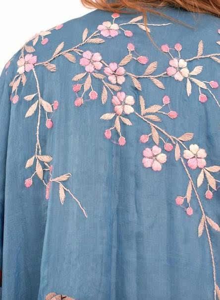 古典刺绣服简笔画
