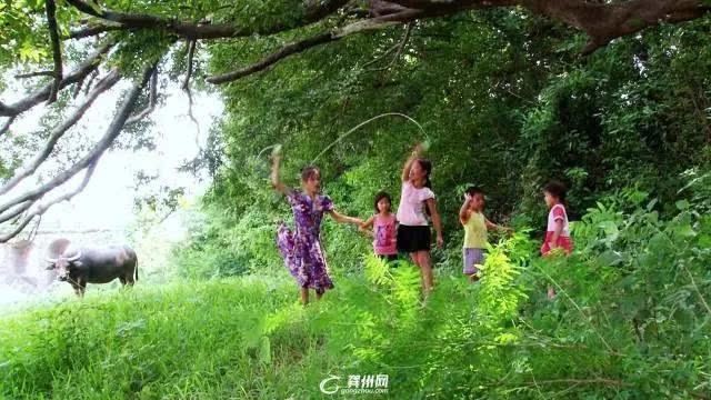 儿歌最美的你五线谱-寨 ,妈妈的 童谣 ,这个暑假撒野去