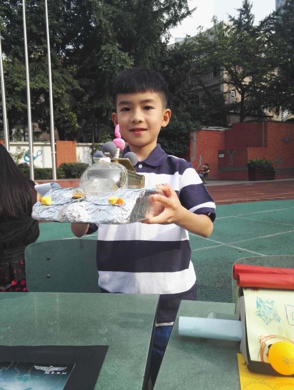 """小学生赵柯惟设计完成的微型""""战车""""图片"""