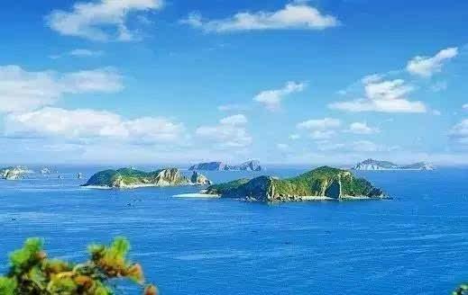 地处黄海北部,位于长山列岛东北端,在辽宁省庄河市王家镇山水道的东端