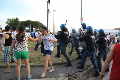 意大利警察与华人爆发冲突多人受伤 华人抗议警方暴力