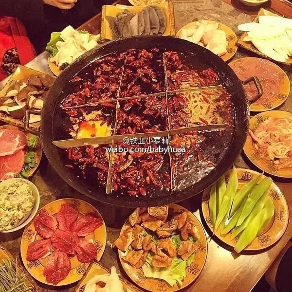 醇厚的牛油味加上特色菜品,才是重庆好火锅.