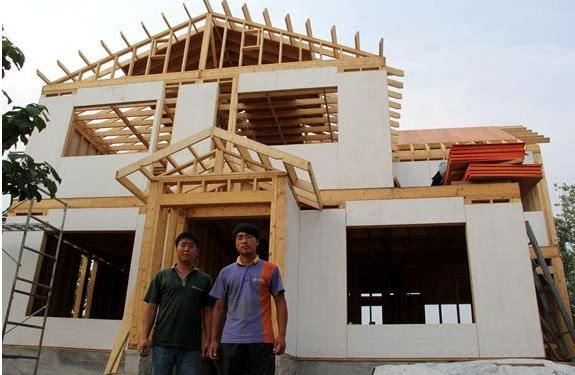 26岁农村小伙自建木质别墅 耗时4个月只需1个人