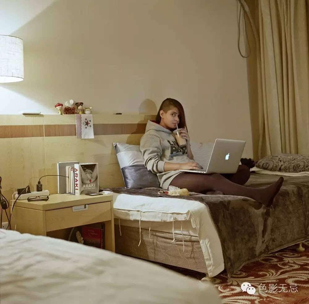 作品说明:   选择拍摄北京电影学院来华留学生在宿舍