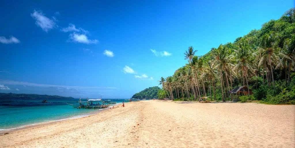 它是长滩岛的第二大海滩,以闪亮的普卡贝壳闻名.