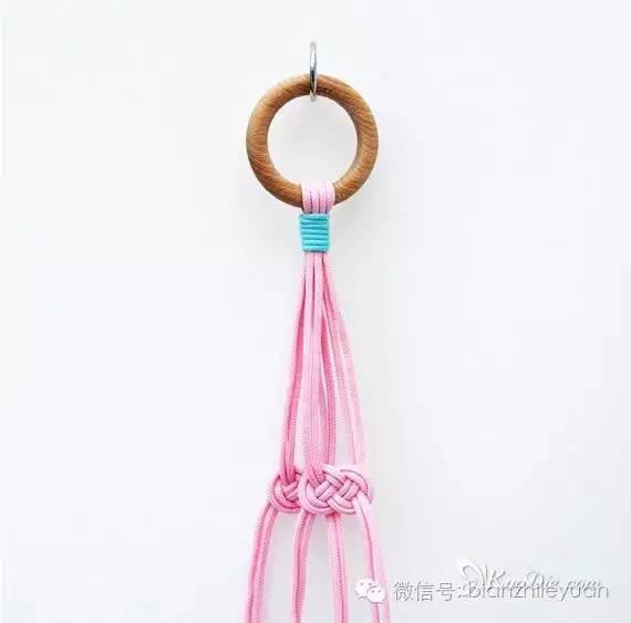 步骤7:在绳结下方的10cm处