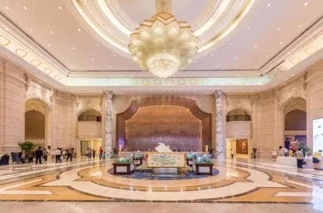 欧式宫廷风格的酒店大堂