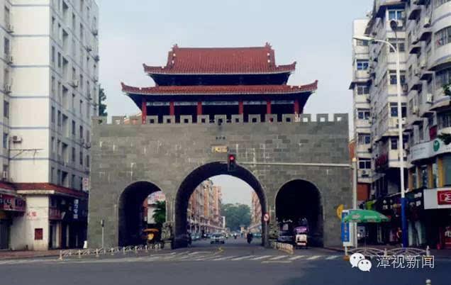 漳州电视台记者到市区文昌门看到