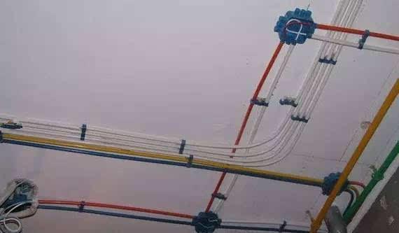 七,火,零,地线分色不统一 电路改造时,火线,零线,地线三种电线应该