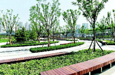 提醒  公园设计有亲水平台,没有防护栏,所以前来游玩小孩一定要有专