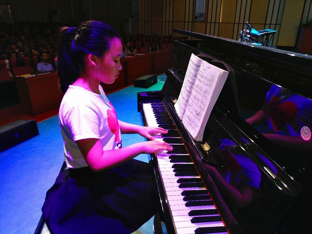 演艺人钢琴简谱