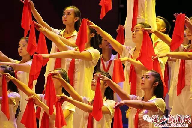市教育系统代表队大合唱《十送红军》