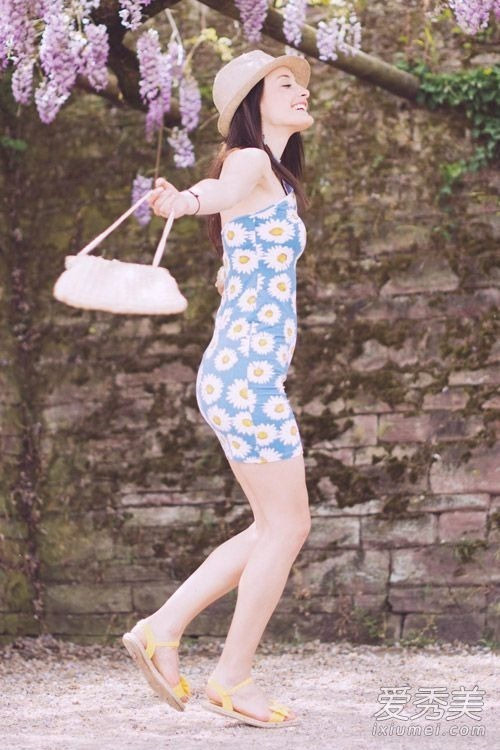 看欧美���a�.�9.b9�dy��_夏天帽子和裙子最配 看欧美街拍怎么搭