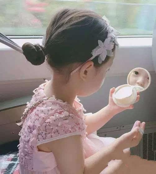韩国小萝莉可爱扎发 小女孩编发扎发儿童发型大全