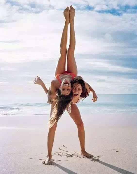 """朋友圈""""爆赞""""的 5 个海边拍照 pose,女生都试过了吗?图片"""