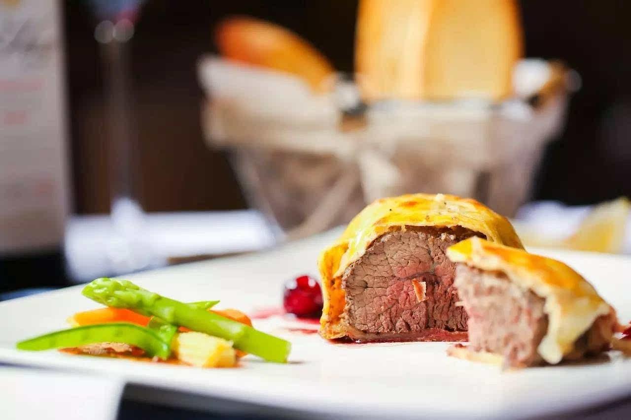 想尝惠灵顿牛排要去靠谱的法餐厅,当然还是好吃价格又不太贵的店才行