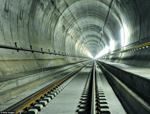 """最长双线高铁隧道 西成高铁成中国""""最穿越""""的高速铁路"""