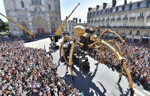 中新网7月10日电 据外媒报道,近日,在法国西部城市南特(nantes)的大街
