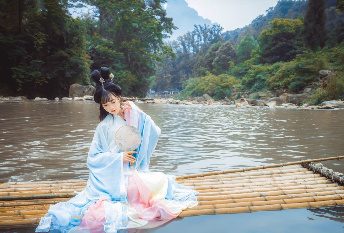 桂林风景蓝衣美女