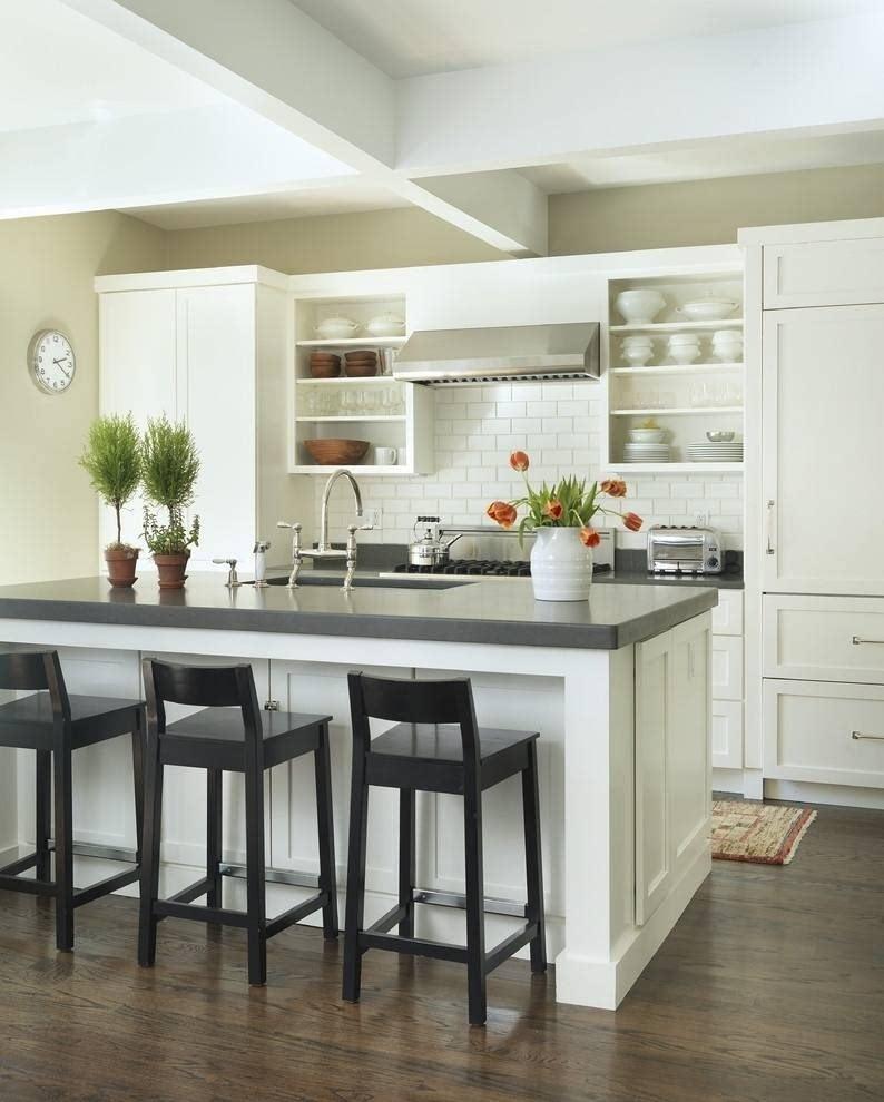 五、开放式小厨房设计 开放式厨房是将备餐、和就餐的功能连在一起的一种设计,常见的是L型或是U字型橱柜的一边延伸出来设计成餐桌,这样的布置将原本比较封闭的厨房空间打开来,巧妙利用空间,营造出温馨的就餐环境。 以上分享了几种小厨房设计的方法,每种布置都各有特点,业主可以根据自家的情况选择合适的方案,能得到更美好的烹饪体验。 海量家居美图、联系设计师,申请免费量房,省钱装修,请关注微信号: Loveguju 添加微信谷居公众号 扫描下载谷居APP