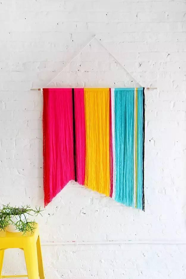 往期精彩MESSAGE > 让织女们疯狂的美包---Wayuu包包的手工编织 玩转Wayuu包包的方法,一起跟着做吧~~ 德国往返针的编织方法【视频教程】 钩针花边大集合,这么多的花边你最爱哪一款! 用花片玩转包包,就是这么简单! 看,捣鼓蕾丝的小乐趣,这个夏天有得忙了! END 最详尽的棒针编织教科书 ( 超清晰图解,新手不进会后悔 ) 关注公众号,回复001免费下载