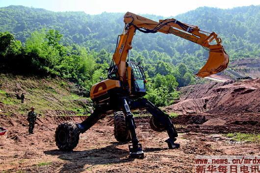 """能""""抬腿走路""""的步履式挖掘机(新华社资料照片).图片"""